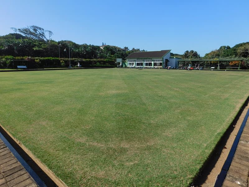 The Umtentweni Bowling Club's green with the clubhouse visible in the back